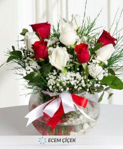 Aşk Küresi Kırmızı ve Beyaz Güller