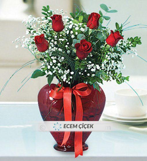 Kalpli Vazoda 5 Kırmızı Gül